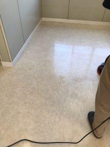 クリニックの床 洗い